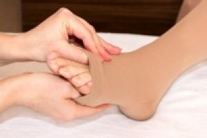 zúzódás után vörös foltok jelentek meg a lábán