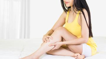 a lábakon periodikusan vörös foltok jelennek meg