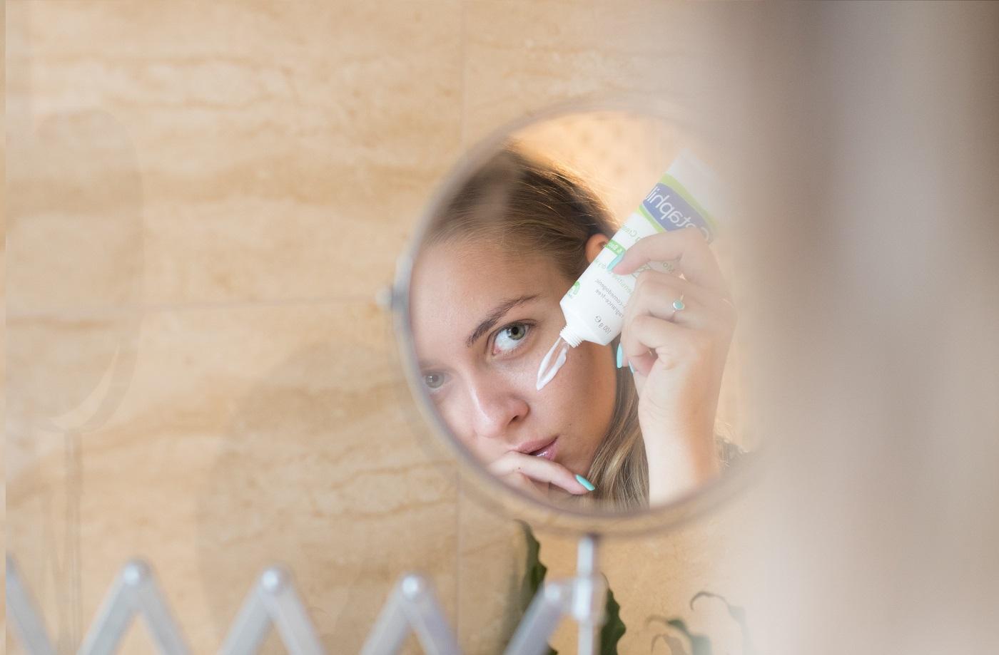 a pikkelysömör kezelése kék lámpával