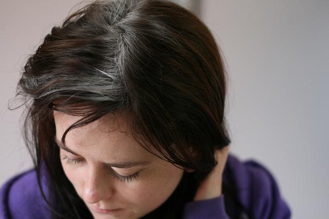 Mit tehetünk a fejbőrön jelentkező pikkelysömör ellen? | Csalákriko.hu